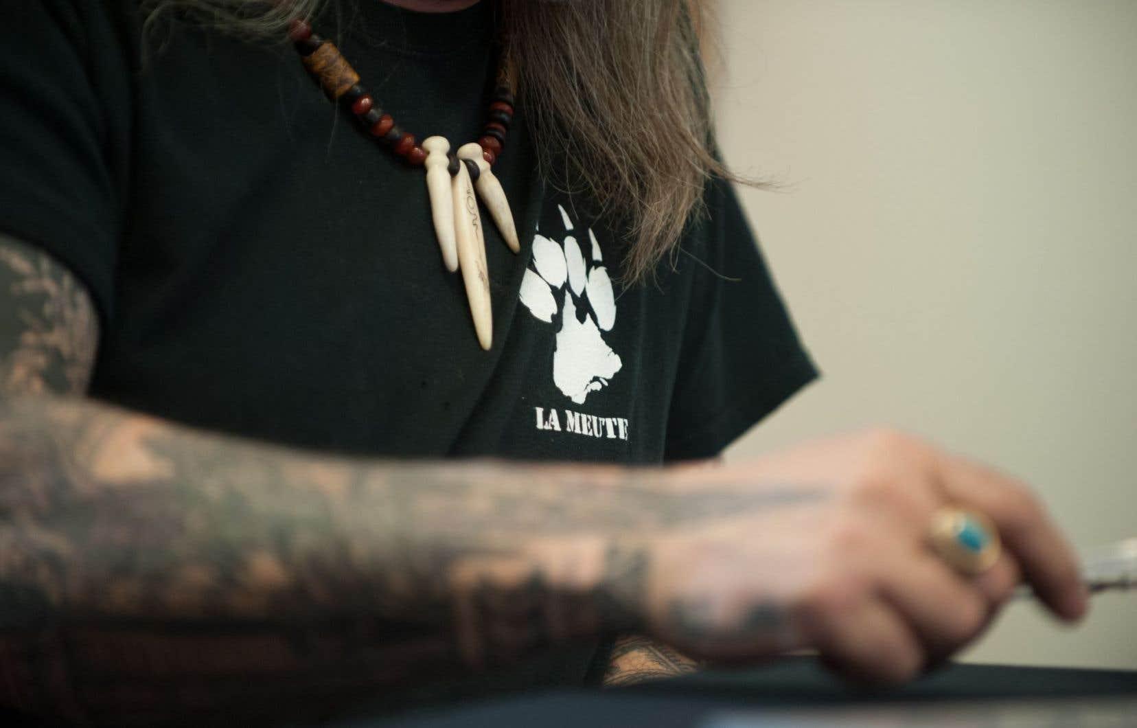 La patte du loup, symbole du groupe La Meute
