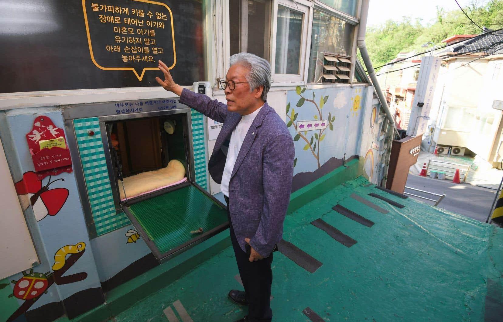 Le pasteur Lee Jong-Rak a créé ce dispositif en 2010 en apprenant que des bébés finissaient dans la rue.
