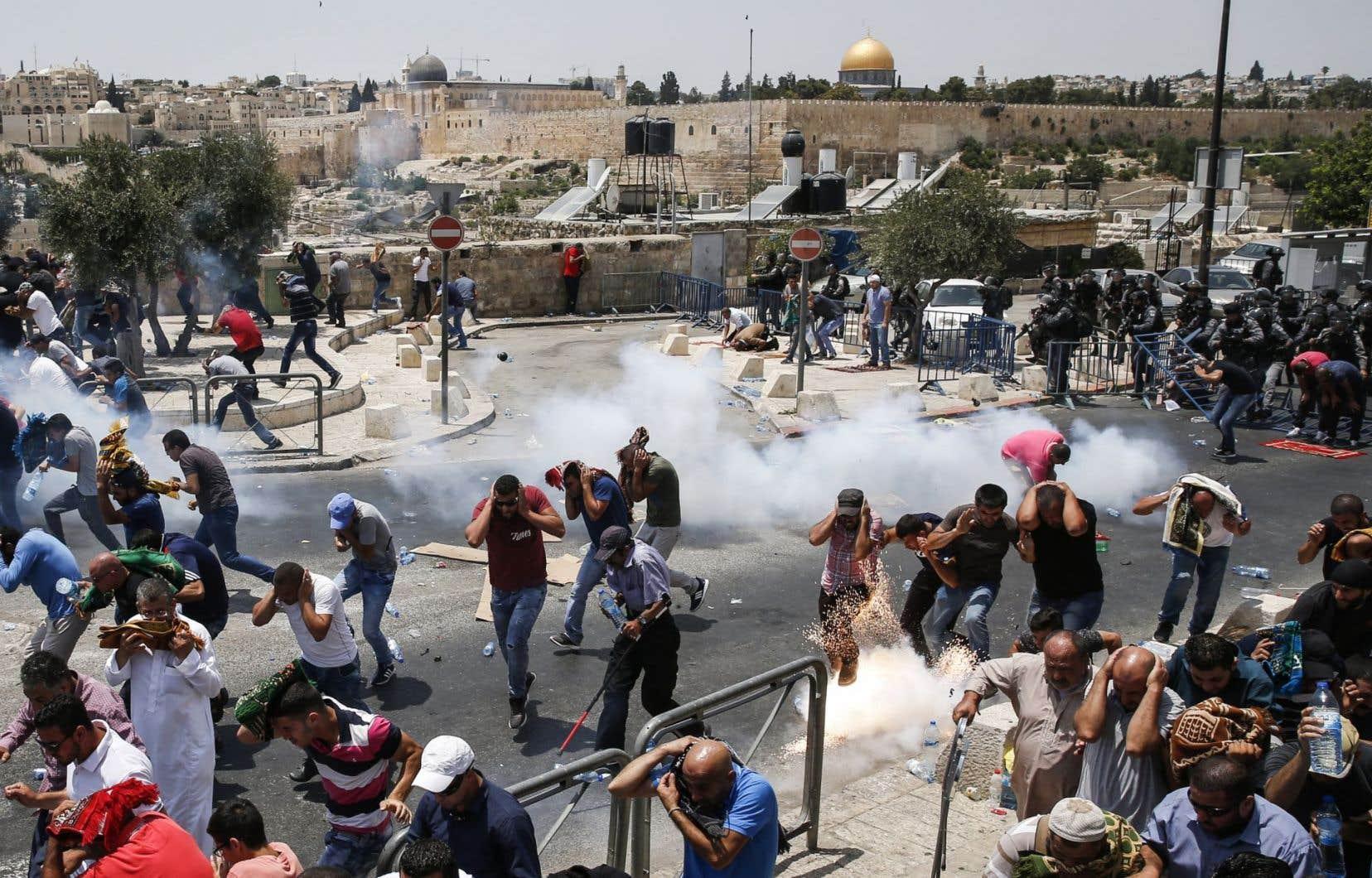 Près de 500 personnes ont été blessées vendredi lors des manifestations, selon un bilan provisoire en fin d'après-midi.