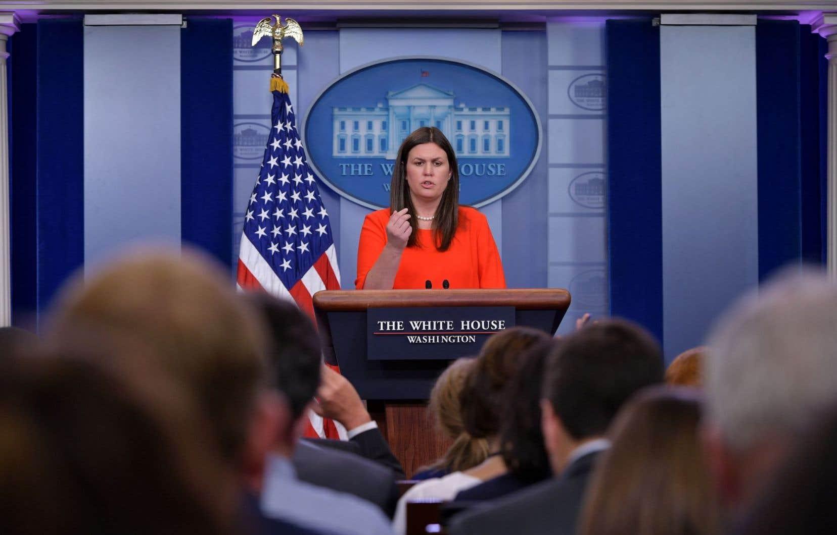 Sarah Huckabee Sanders avait rejoint en février2016 l'équipe de Donald Trump, auprès de qui elle est progressivement montée en grade après la victoire, jusqu'à entrer à la Maison-Blanche.