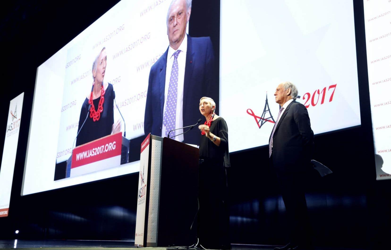 Linda-Gail Bekker, présidente de la Société internationale du sida et Jean-François Delfraissy, président du Comité consultatif national d'éthique