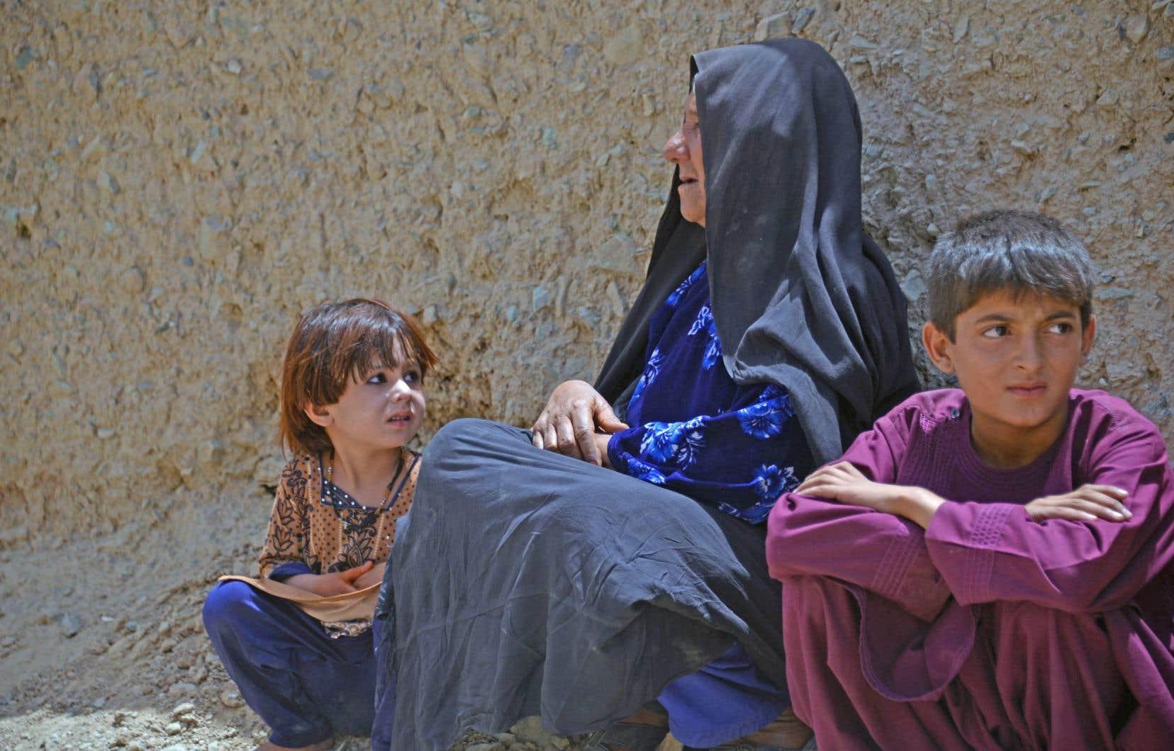 Dimanche, des familles des otages accompagnées de dizaines d'enfants sont arrivées à Kandahar pour se mettre à l'abri.