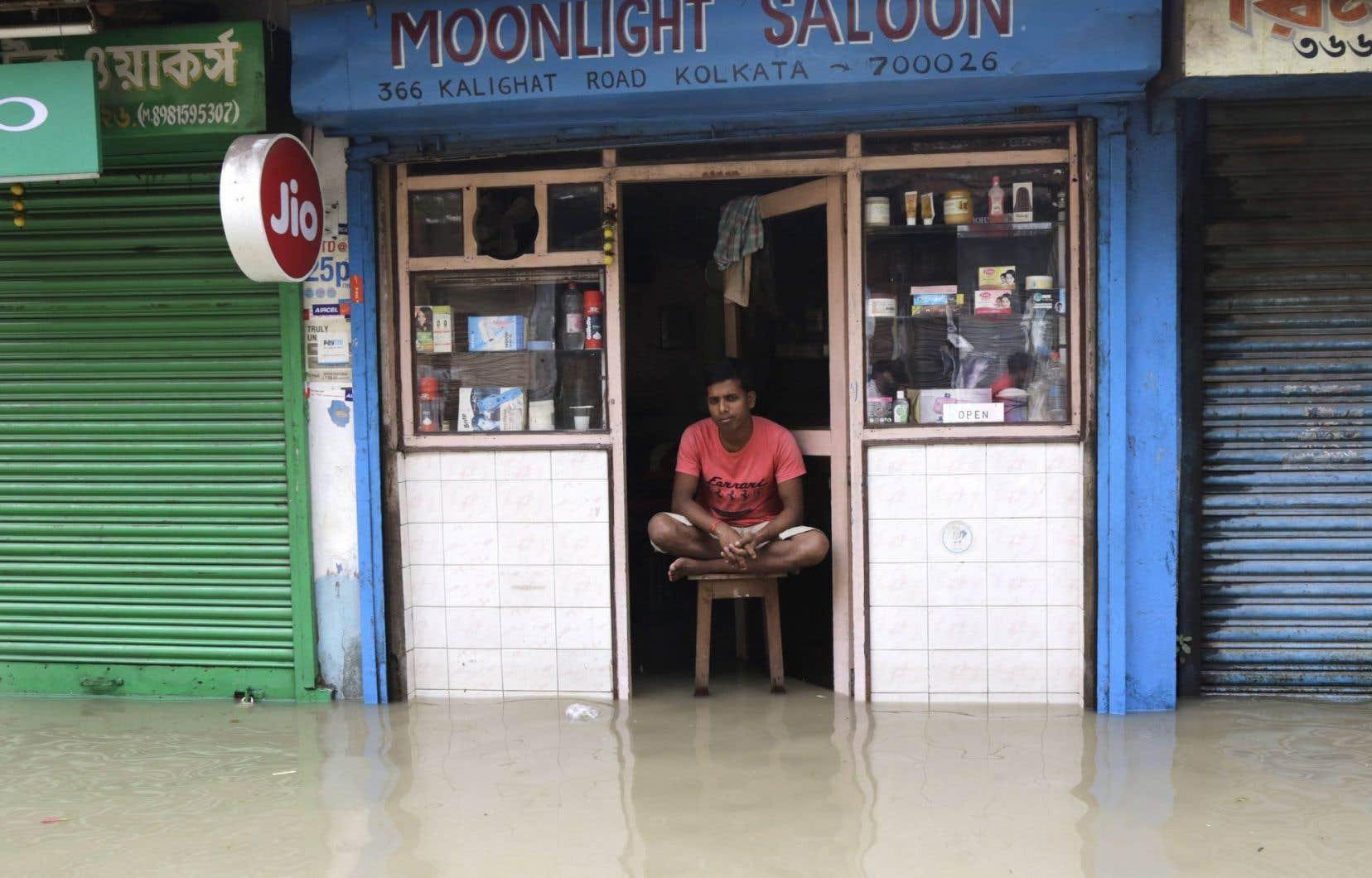 Les pluies diluviennes de la mousson s'abattent sur l'Inde.