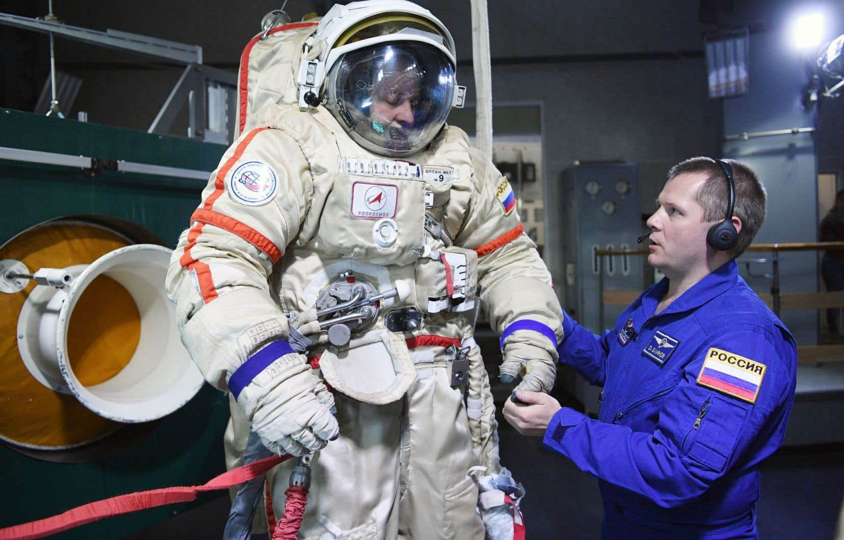 Le cosmonaute Sergueï Riazanski dans sa combinaison spatiale lors d'une séance d'entraînement à la Cité des étoiles, en mai dernier