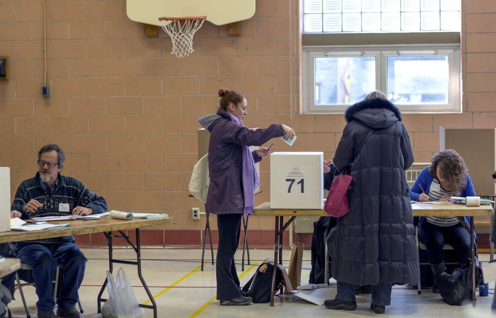 L'objet des prochaines élections municipales pourrait dépasser les enjeux locaux et définir le genre de démocratie dans lequel nous voulons vivre, croit l'auteur.