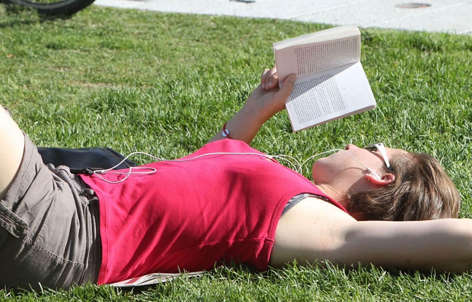 L'industrie du roman rose génère plus d'un milliard de dollars en vente chaque année, selon l'association Romance Writers America.