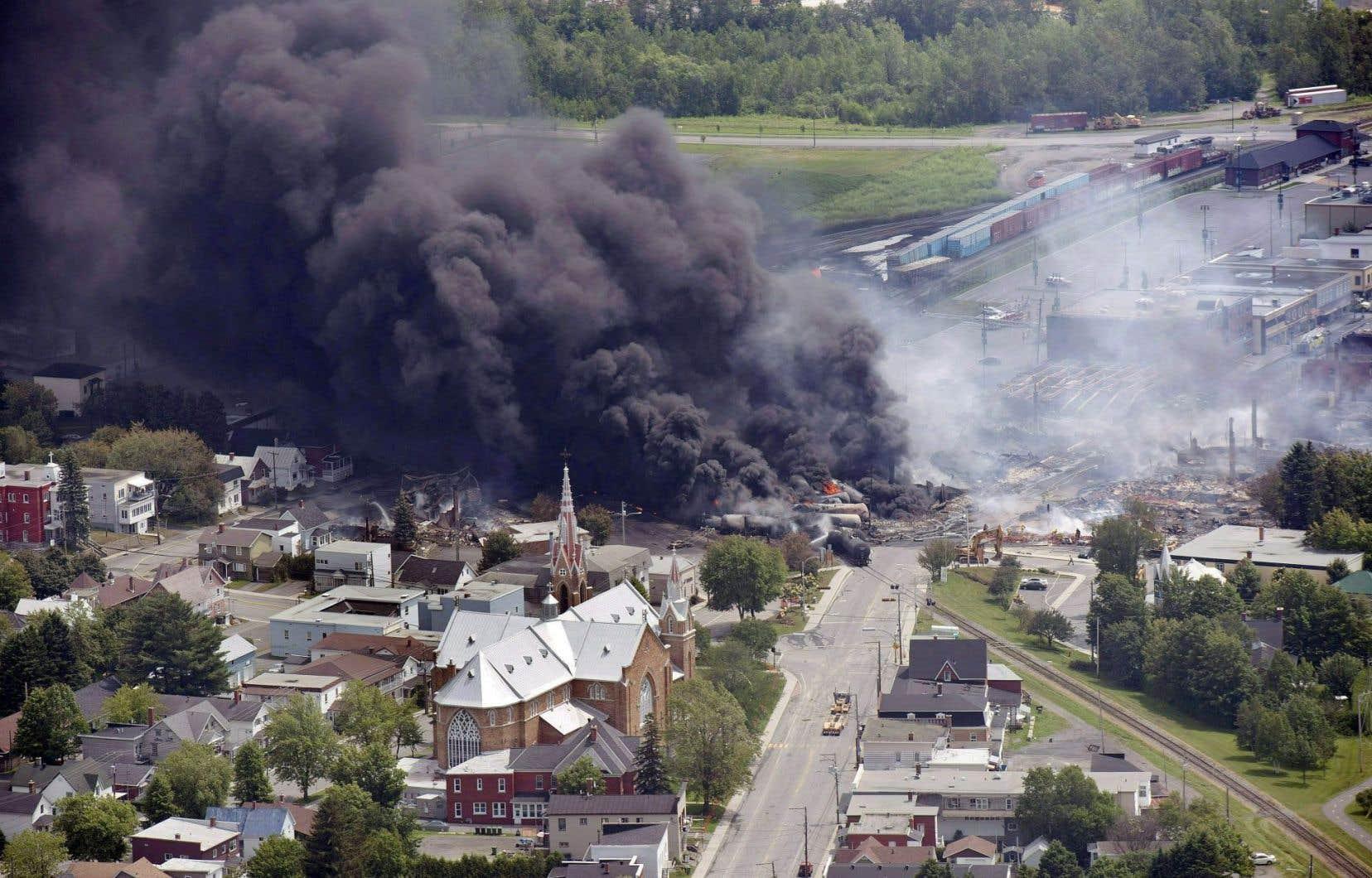 Quarante-sept personnes avaient perdu la vie en juillet2013 lorsqu'un train de 72 wagons-citernes avait explosé en plein cœur de Lac-Mégantic. Depuis, la Ville réclame que la voie ferrée soit déplacée loin du centre-ville.