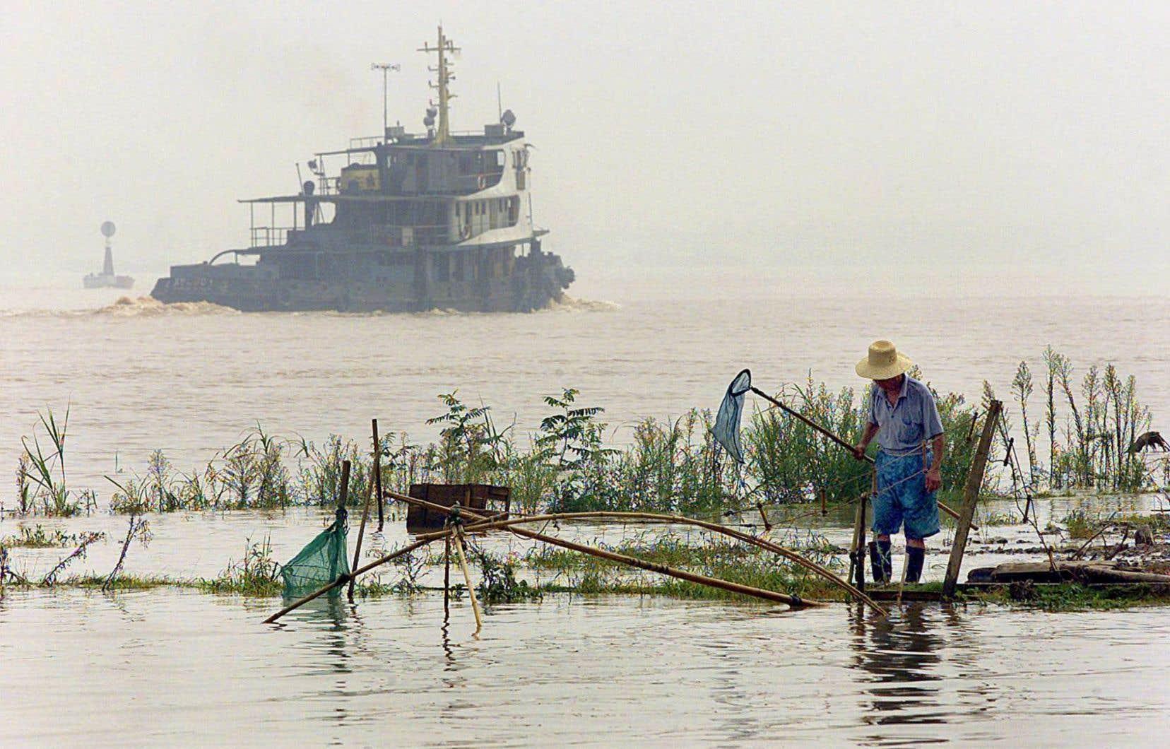 Une partie des produits toxiques contenus dans les eaux de la Chine, comme celle du fleuve Yang Tsé, est cancérigène.