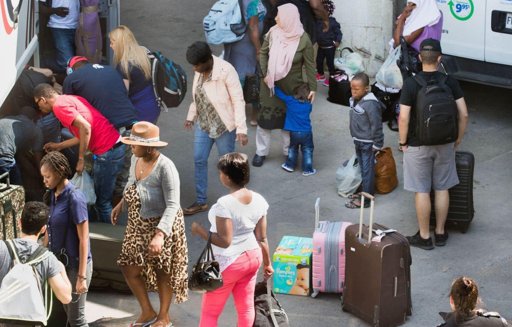 L'arrivée massive de demandeurs d'asile a forcé l'ouverture de centres temporaires d'hébergement, notamment au Stade olympique.