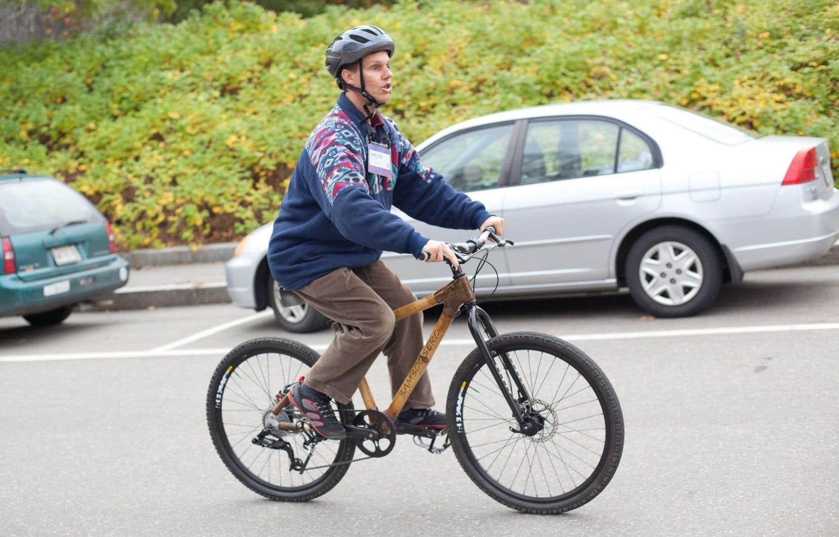 Avec son radar surdéveloppé, Daniel Kish peut voyager, se balader à vélo, se promener en pleine nature et même faire du VTT.