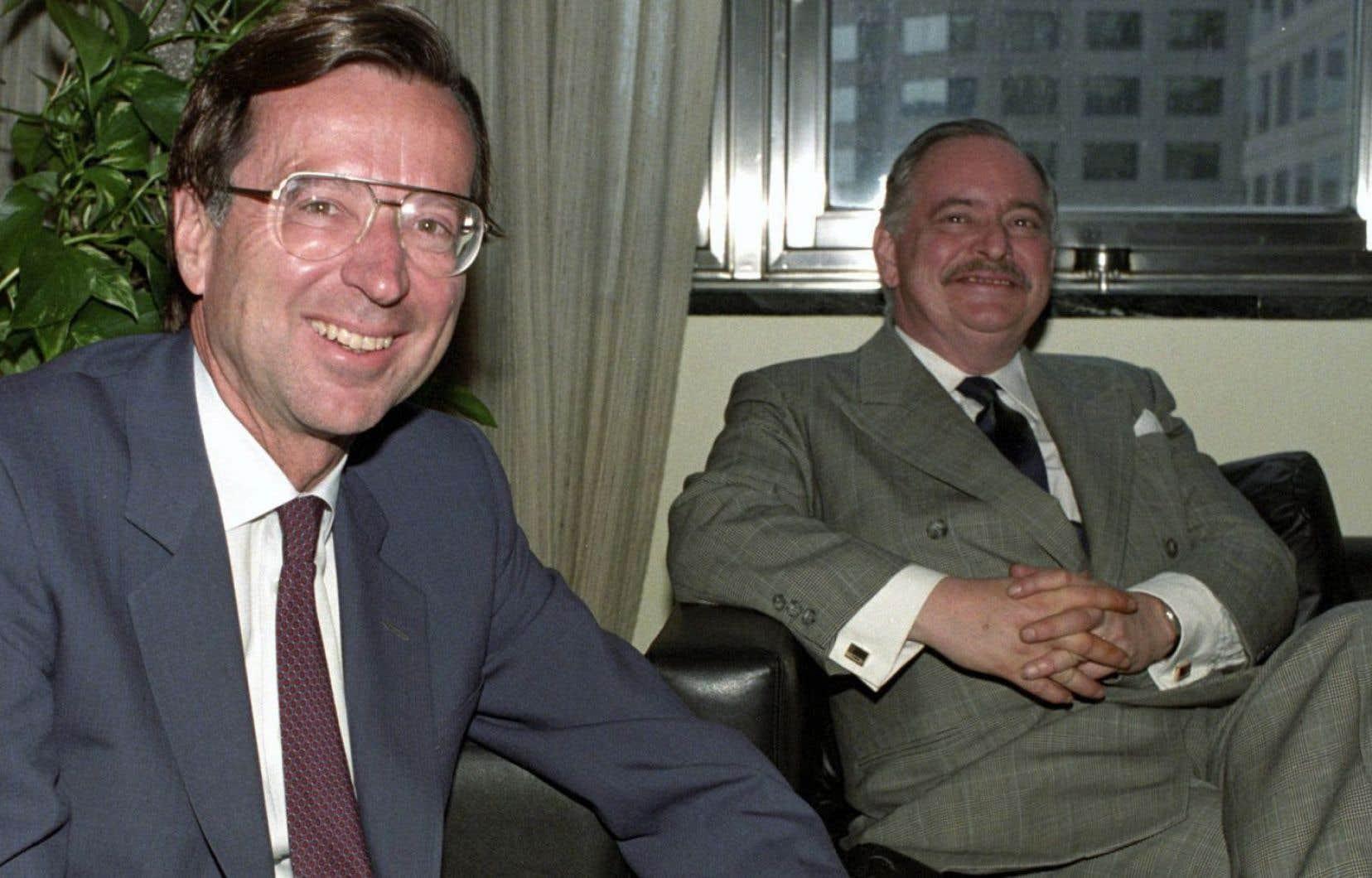 En 1990, après l'échec de l'accord du lac Meech, le premier ministre Robert Bourassa et le chef de l'opposition officielle Jacques Parizeau avaient fait front commun pour défendre les intérêts du Québec. Le déclin du français appelle une réaction semblable, au-dessus de la partisanerie.