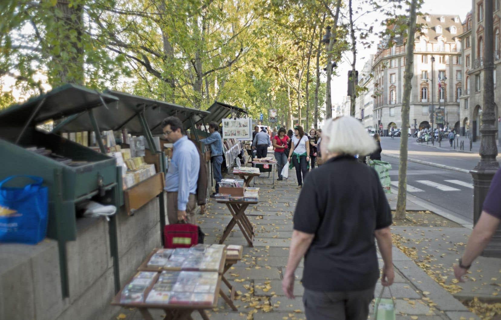 Les bouquinistes ne veulent pas troquer leurs livres contre des babioles pour les touristes.