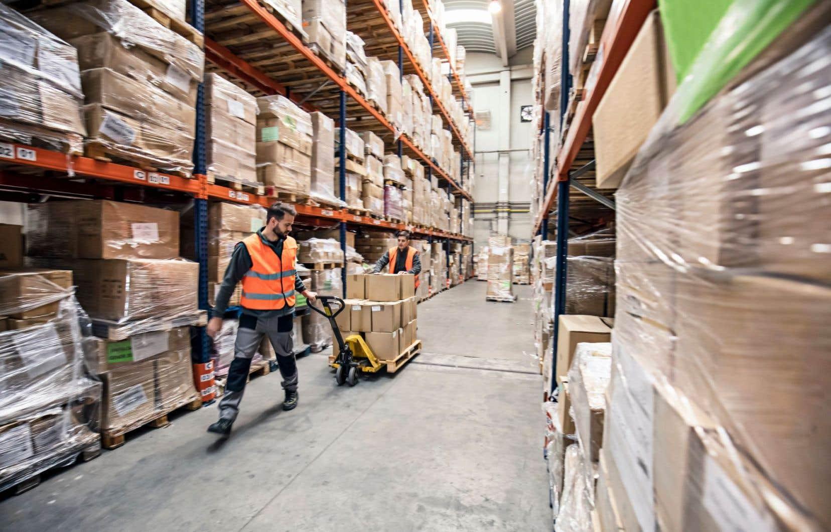 Les employés qui œuvrent dans les services publics, le commerce de gros et la fabrication devraient être particulièrement avantagés.