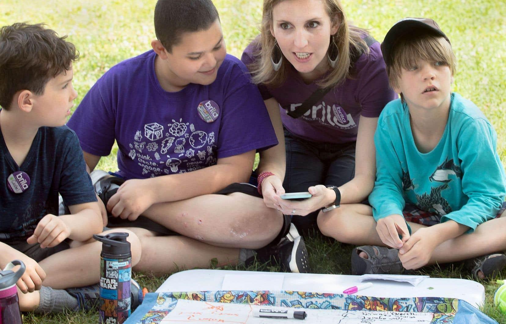Âgés de 4 à 16 ans, les apprentis philosophes se retrouvent pendant trois semaines dans la cour du campus Loyola pour aiguiser leur esprit critique.