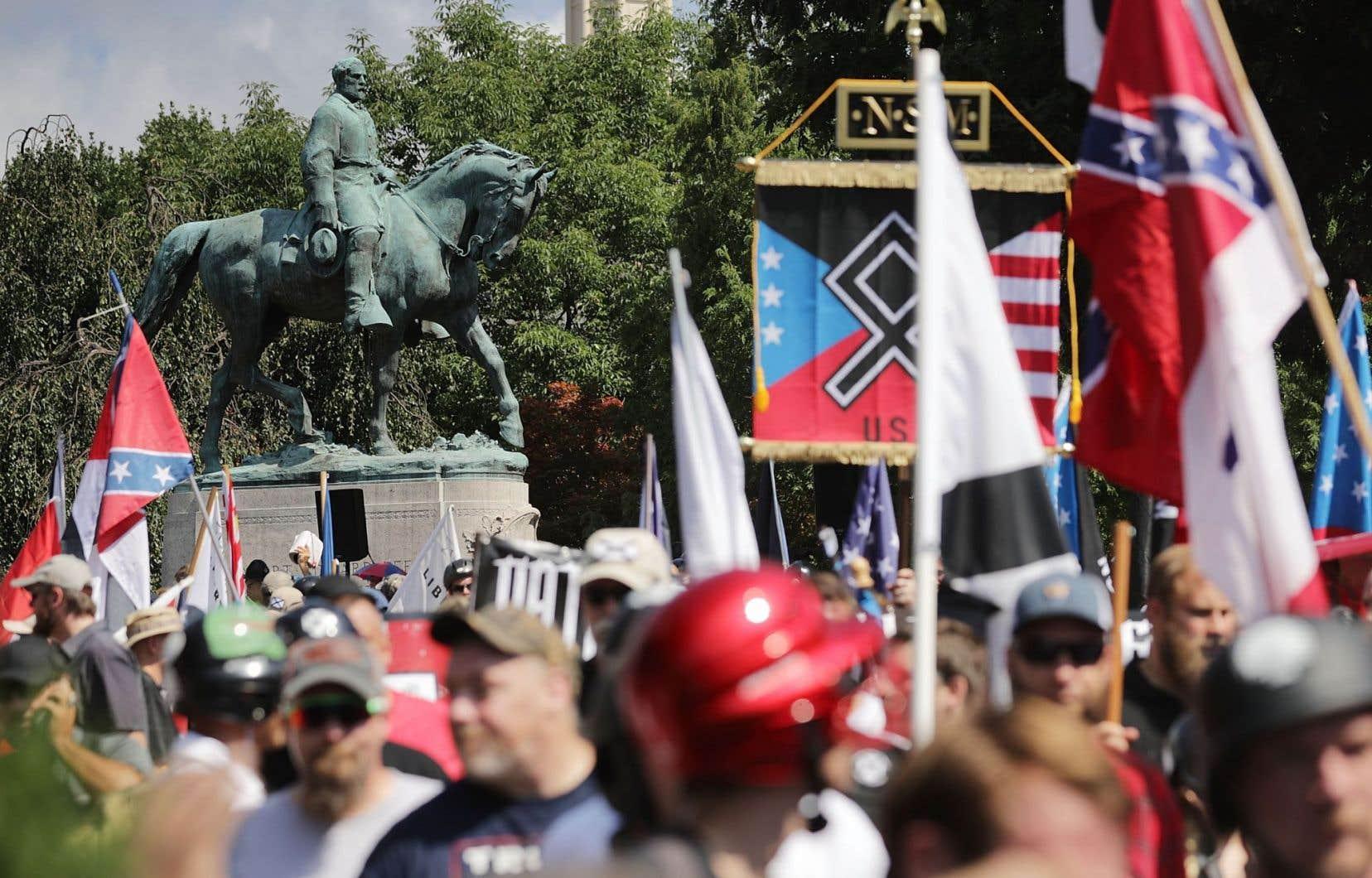 Les groupes d'extrême droite étaient nombreux samedi au rassemblement de Charlottesville.