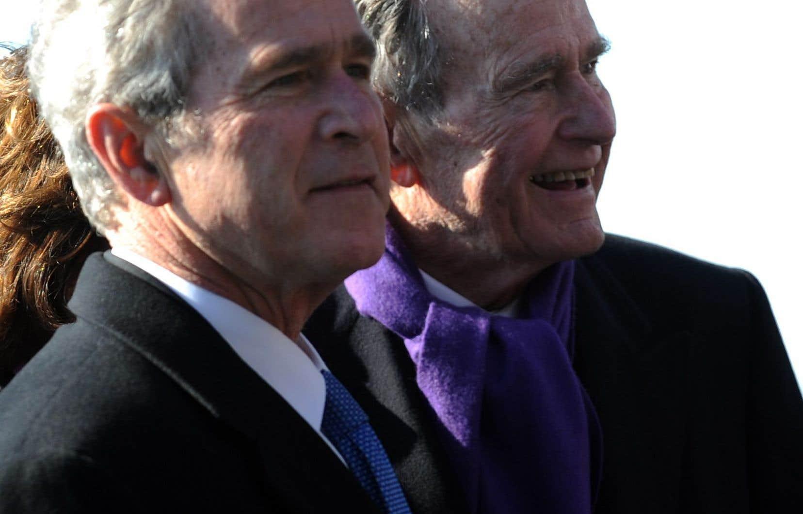 Les deux anciens présidents américains George W. Bush et George H.W. Bush, en 2009