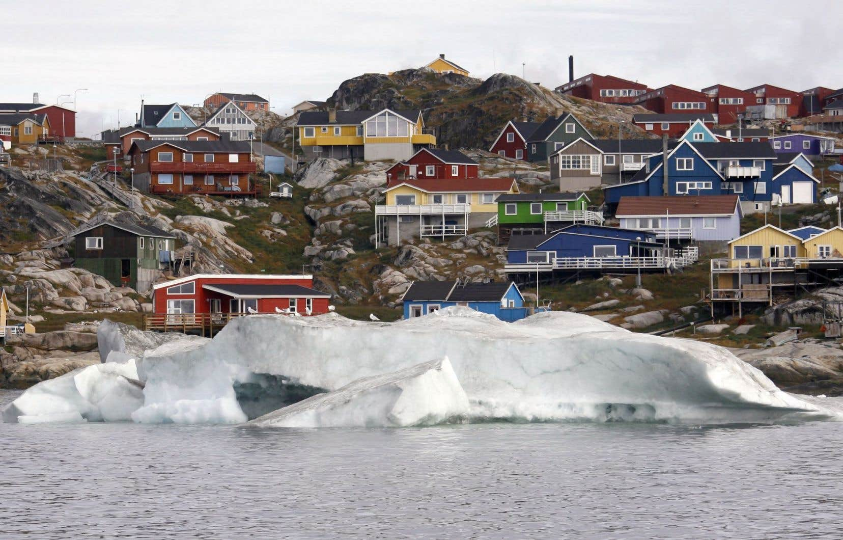 Le Groenland contient assez de glace pour faire augmenter le niveau des océans de sept mètres, si la glace devait disparaître totalement.