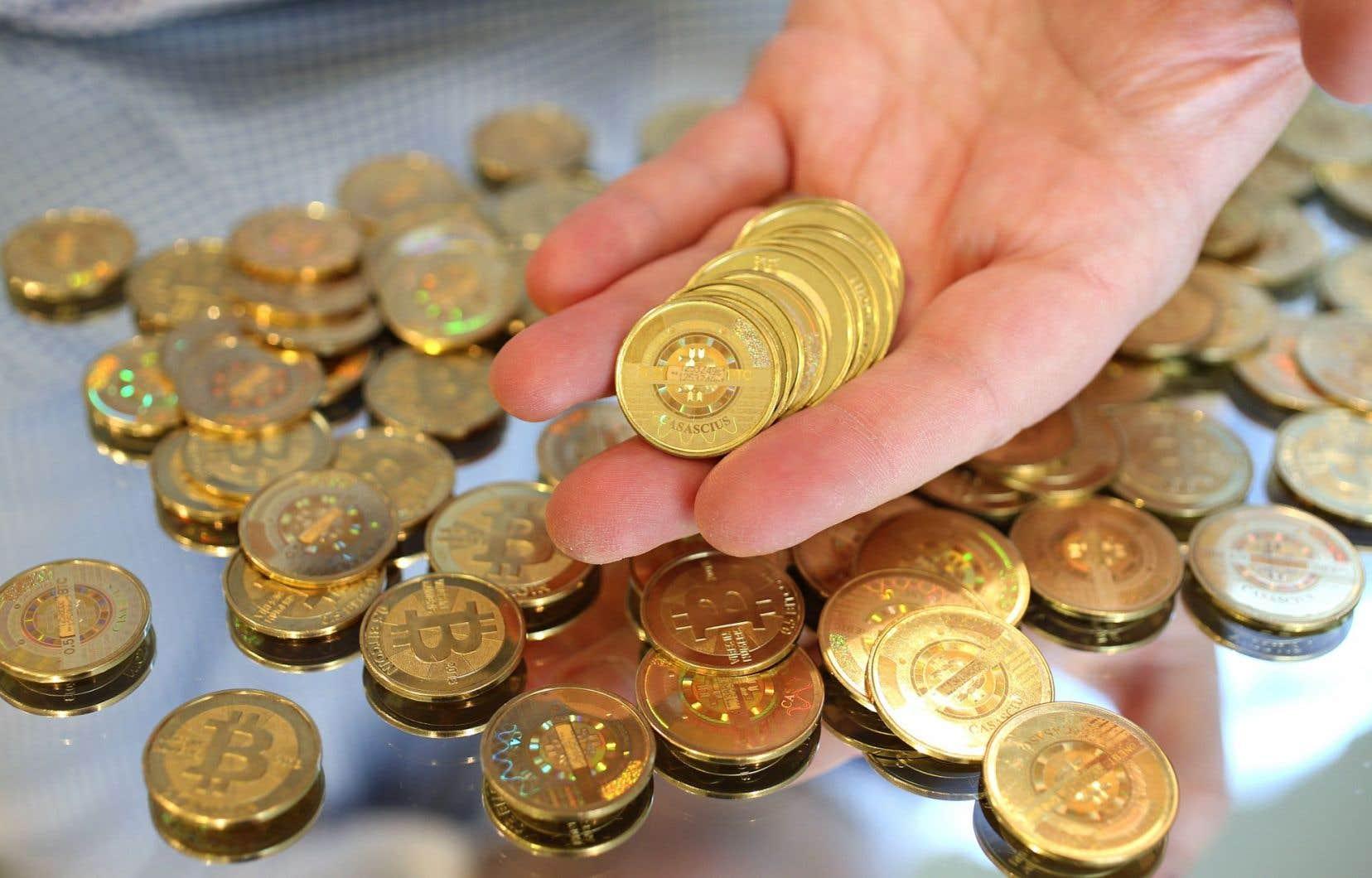 Ces monnaies — bitcoin, ether, litecoin… — intéressent de plus en plus de particuliers, attirés par l'espoir de gains financiers rapides.