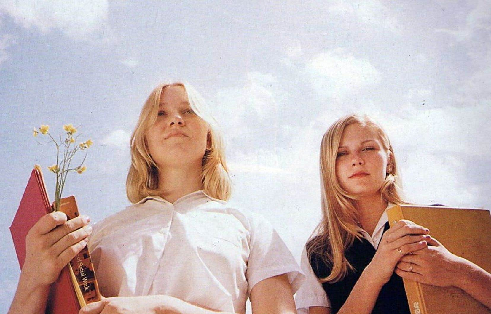 Le film américain «Virgin Suicides» raconte l'histoire de cinq adolescentes d'une même famille qui mettent fin à leurs jours.