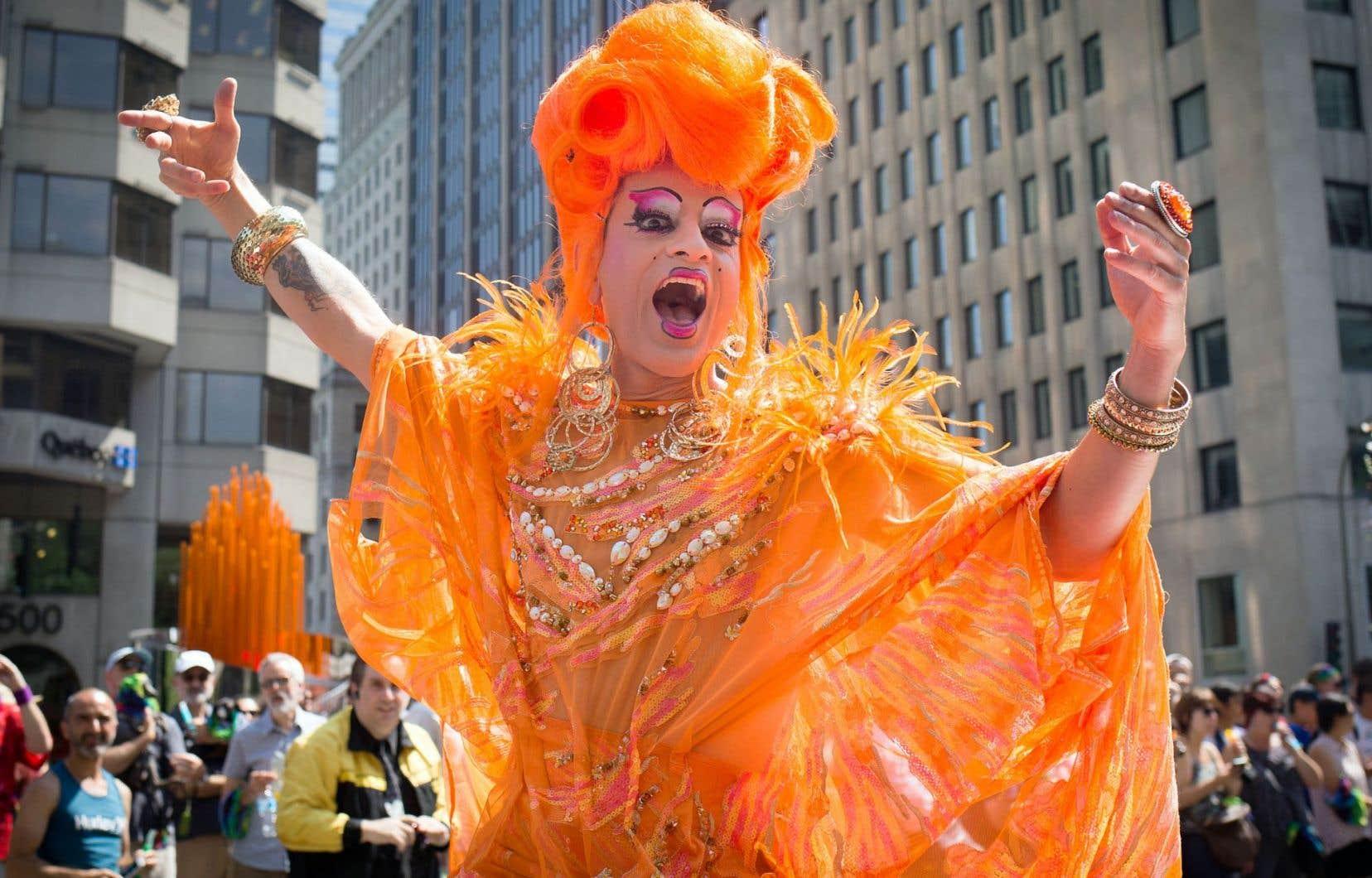 Le défilé de la Fierté gaie permet chaque année d'admirer les costumes extravagants de ses participants.