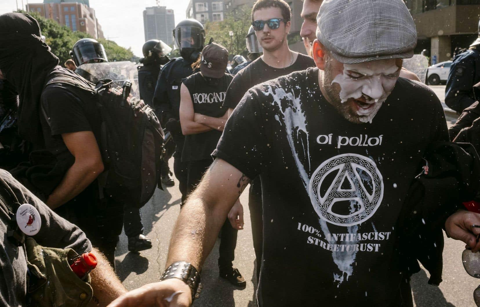 Plusieurs militants antiracisme s'étaient rassemblés à Québec pour empêcher la manifestation des membres de La Meute.