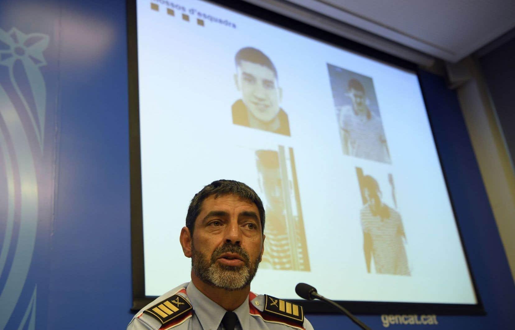 Le chef de la police catalane, Josep Lluis Trapero, présentele signalement de Younès Abouyaaqoub en conférence de presse.