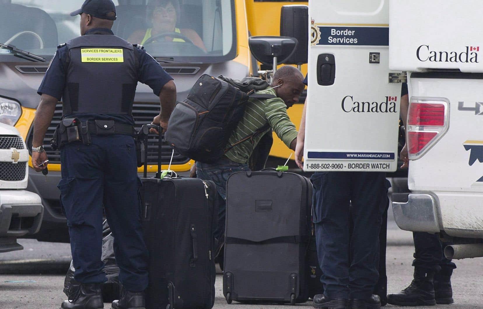 Les autorités doivent encore composer avec un volume important de demandes de statut de réfugié.