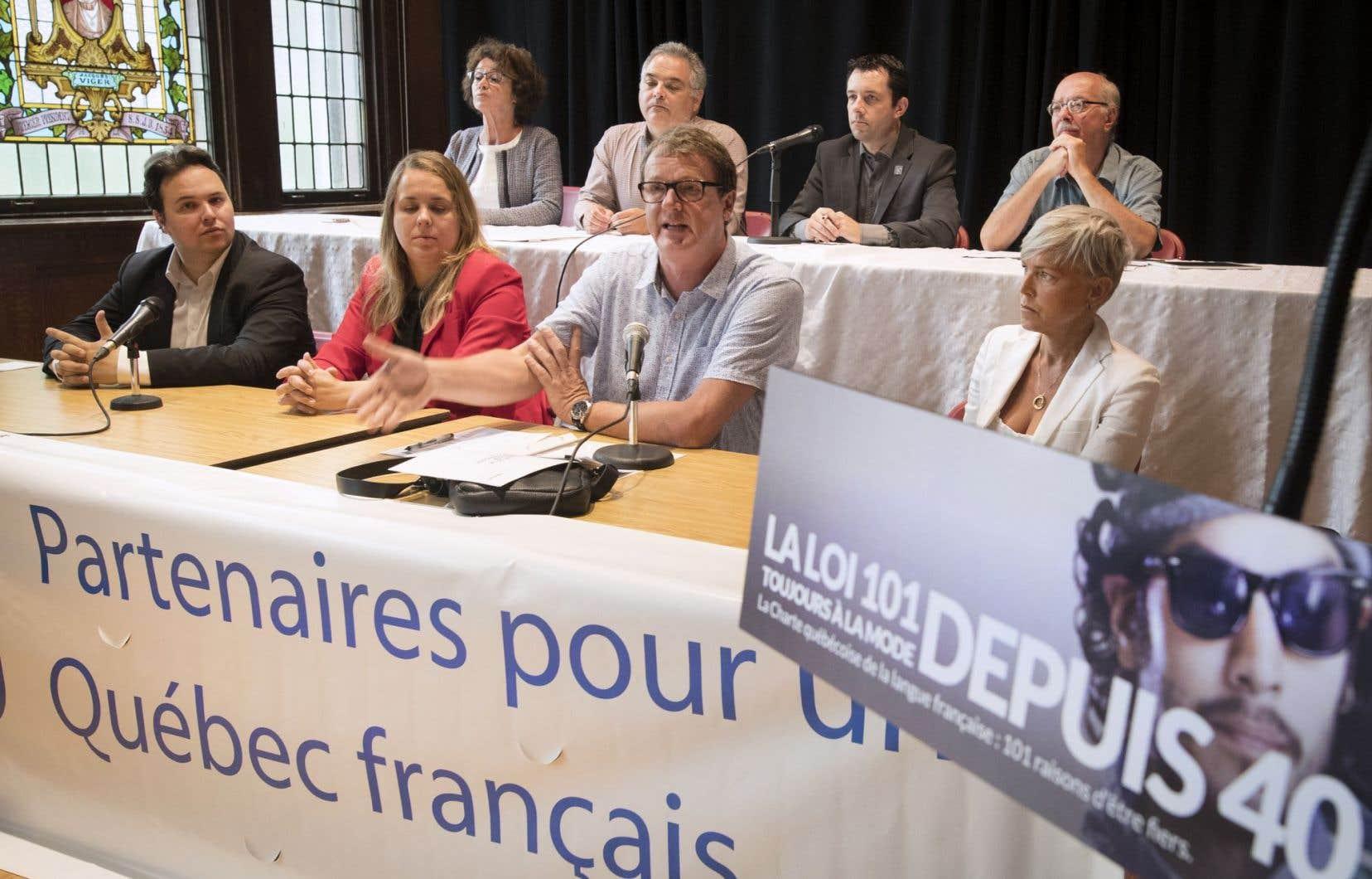Les Partenaires pour un Québec français se montrent très critiques de la tiédeur du gouvernement Couillard en matière de défense du français.