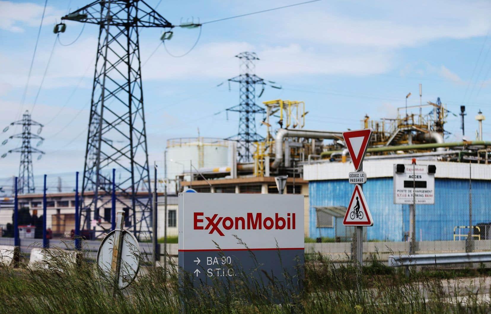 Si ExxonMobil s'est saisie depuis longtemps en interne des changements climatiques, la pétrolière refusait jusqu'à récemment d'évaluer l'impact financier des politiques pour le limiter.