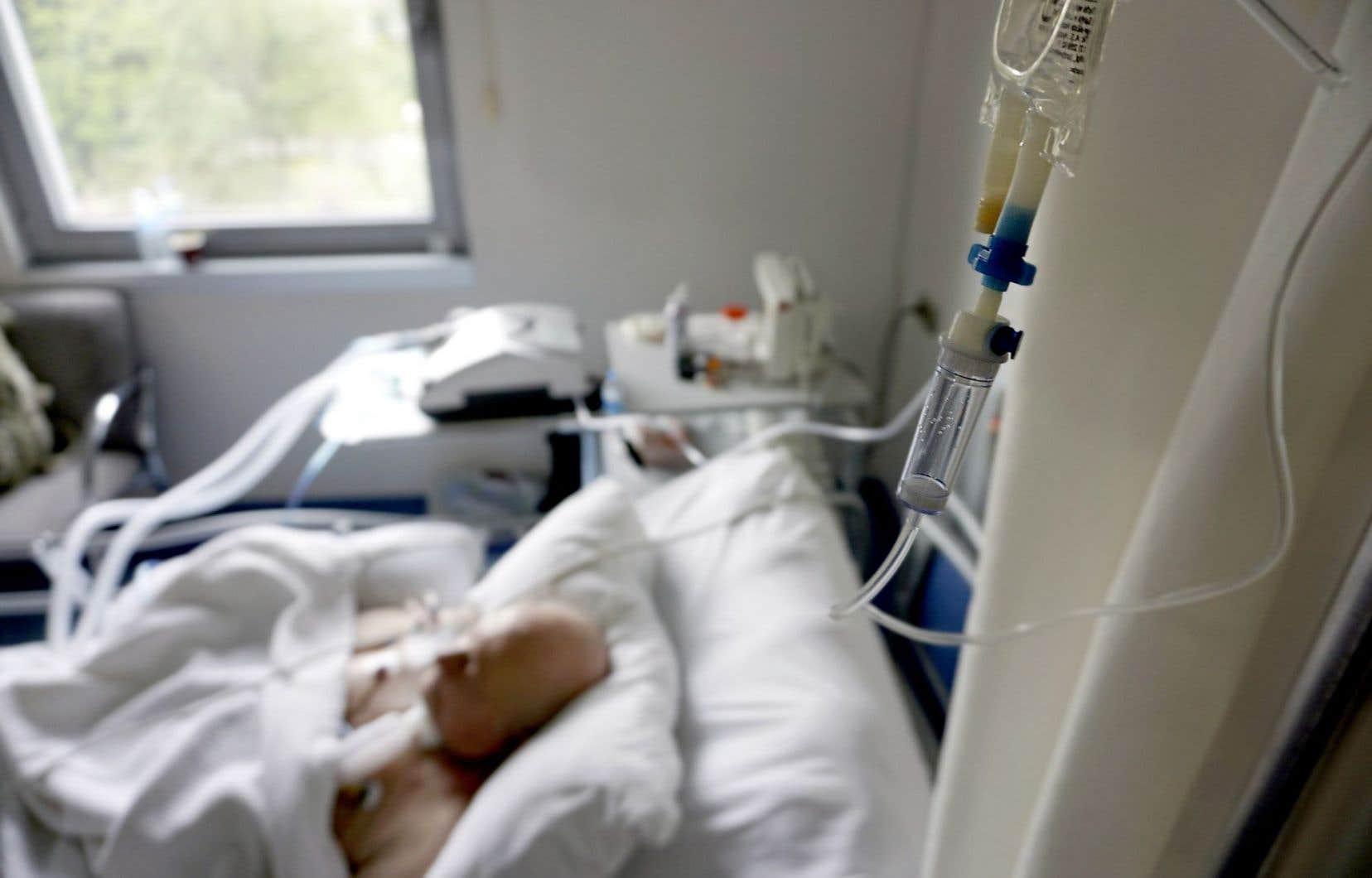 Un sondage réalisé par l'AMC révèle qu'une majorité de médecins pourrait bien être favorable à un élargissement de l'accès à l'aide médicale à mourir.