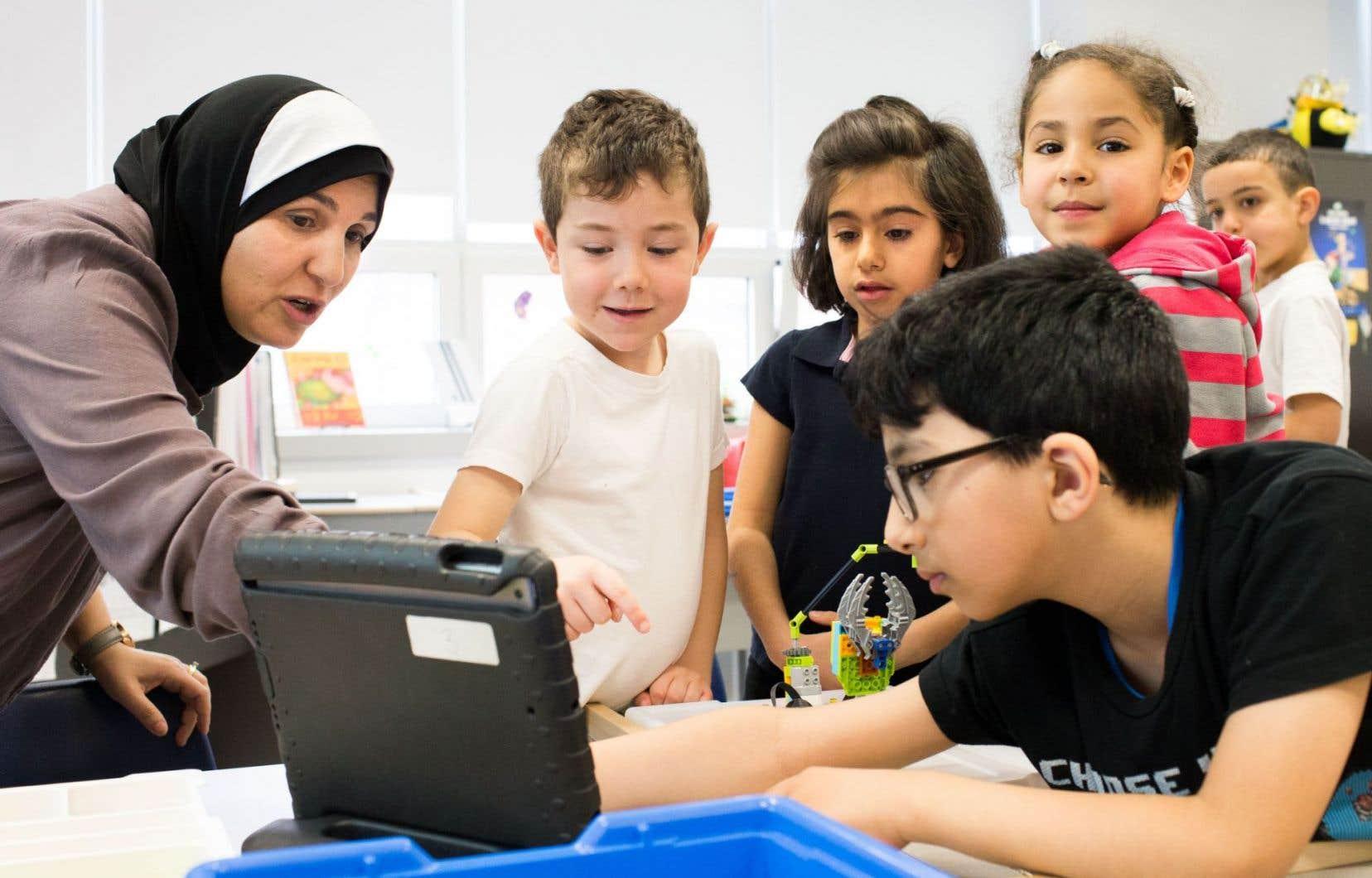 Outre le problème de manque d'autonomie, certains professeurs croient que la nouvelle politique du ministre Proulx met trop l'accent sur l'atteinte de cibles de réussite scolaire.