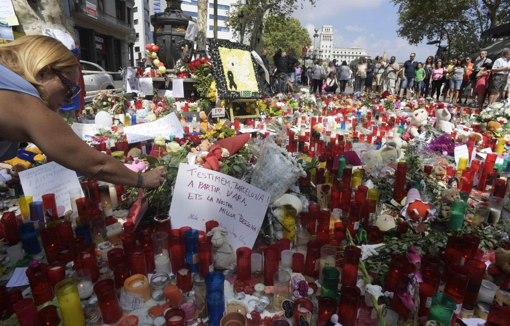 Les autorités ont annoncé un renforcement des mesures de sécurité, notamment à proximité des sites touristiques comme la basilique de la Sagrada Família et pendant les matchs de football, concerts ou manifestations.