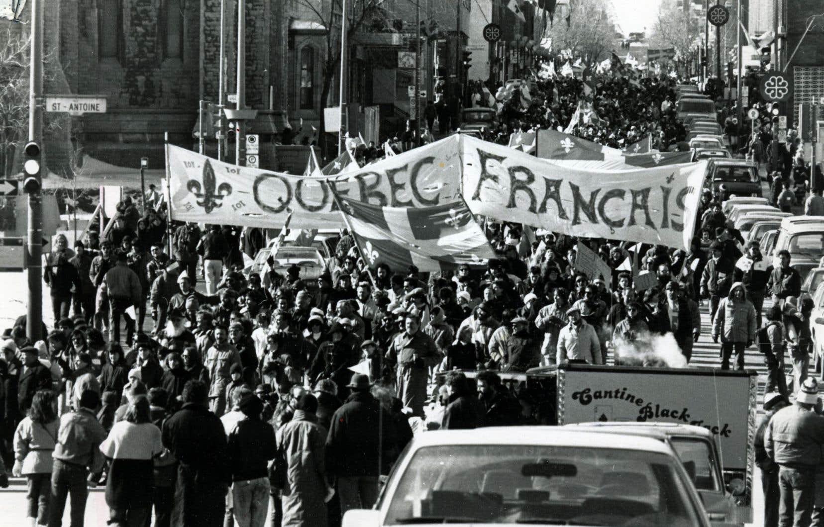 Manifestation pour le maintien de la loi 101, dans les rues de Montréal, en mars 1989