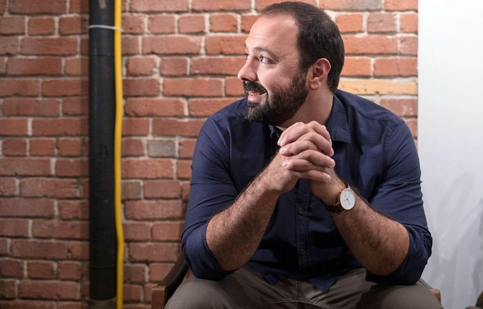 L'auteur, comédien et metteur en scène Mani Soleymanlou prend d'assaut les planches du Théâtre de Quat'Sous cet automne avec la pièce «À te regarder, ils s'habitueront».