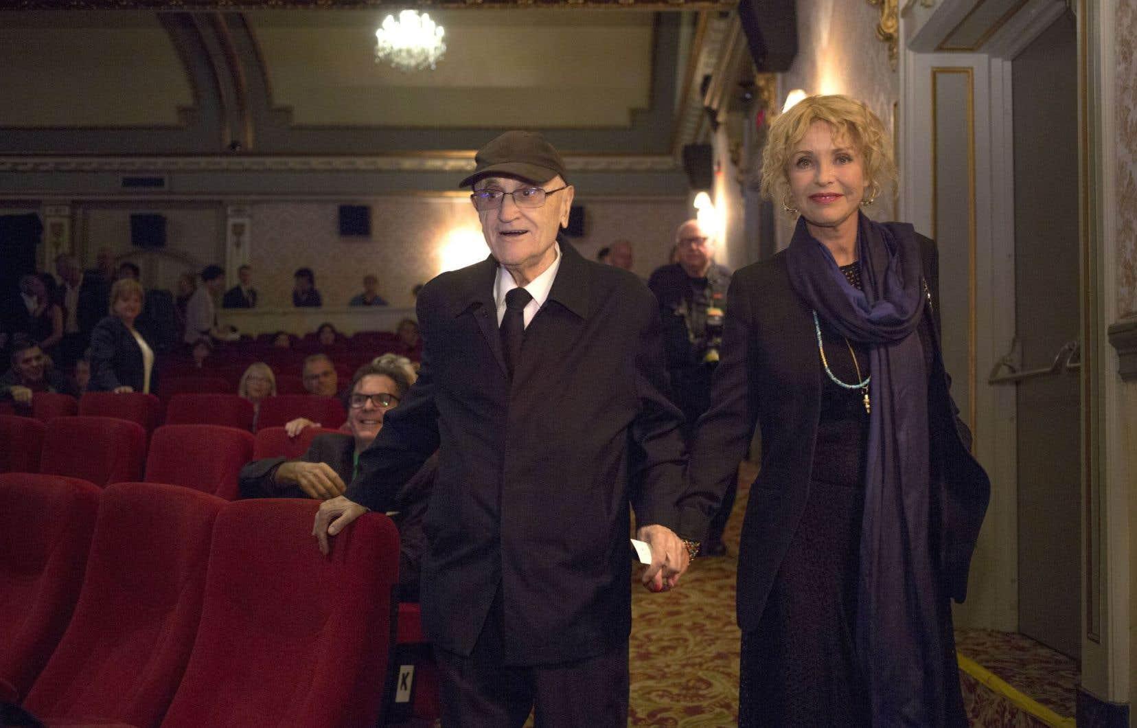 Tenant la main de la présidente de son 41eFestival des films du monde, Fanny Cottençon, Serge Losique a lancé cette édition dépouillée devant une salle clairsemée.