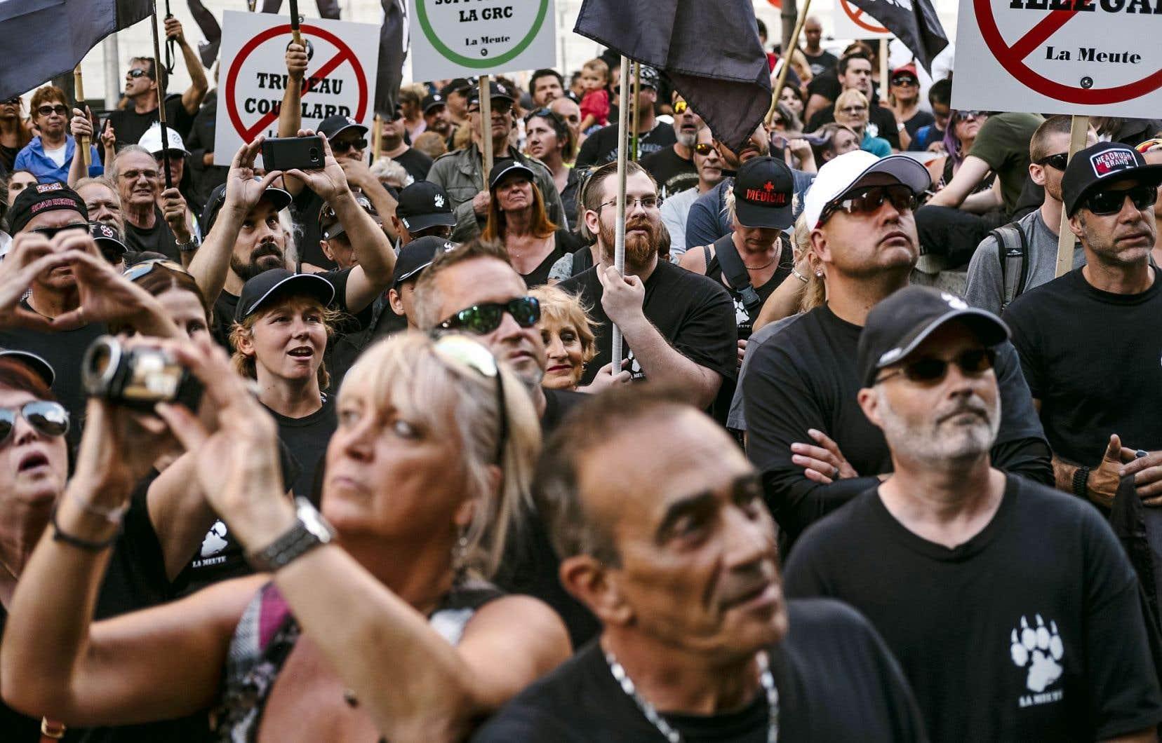 À Québec, les manifestations de La Meute ou de l'Antifa comptaient bien quelques militantes, mais en minorité.