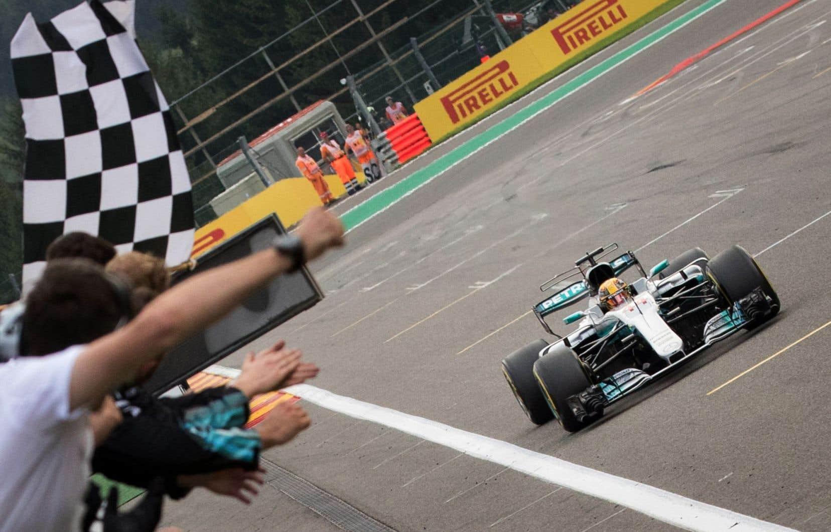 Le pilote Lewis Hamilton de Mercedes a remporté le Grand Prix de Belgique.