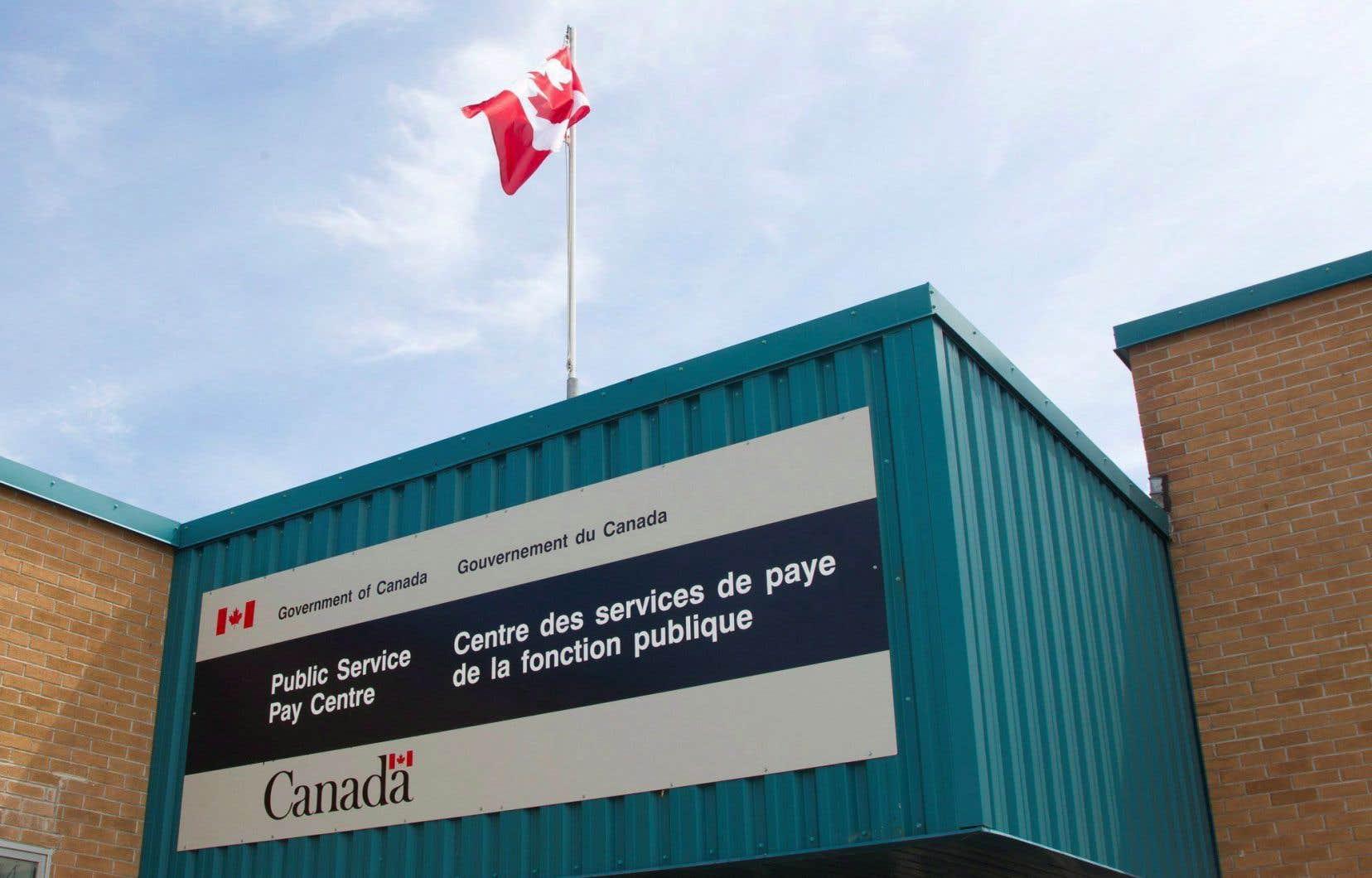 Le système Phénix, implanté dans le but d'uniformiser le système de paie des employés fédéraux partout au Canada, devait entraîner des économies annuelles de millions de dollars.