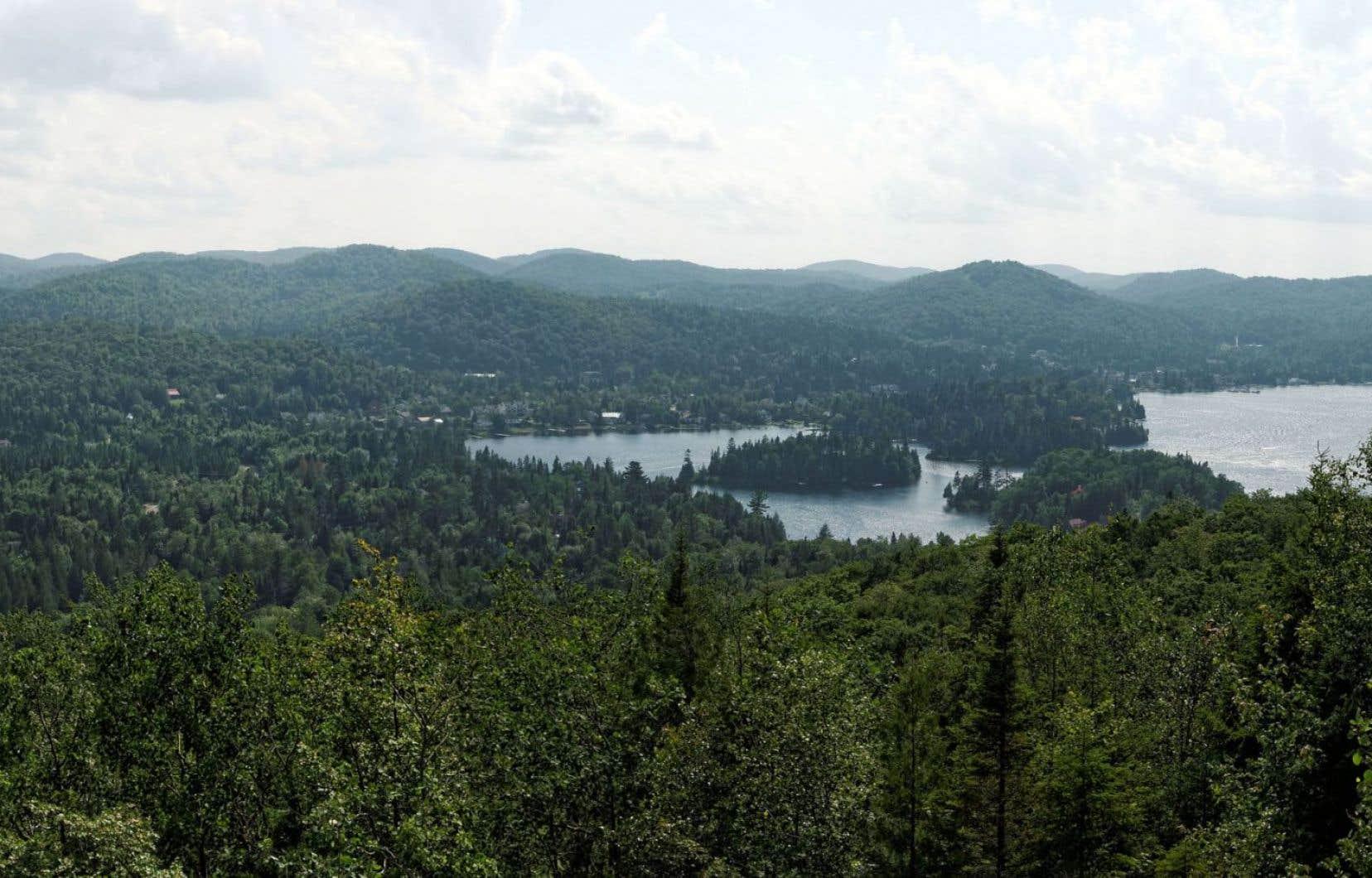 Le lac Théodore et le lac Saint-Joseph vus du sentier du Calvaire, à Saint-Adolphe-d'Howard