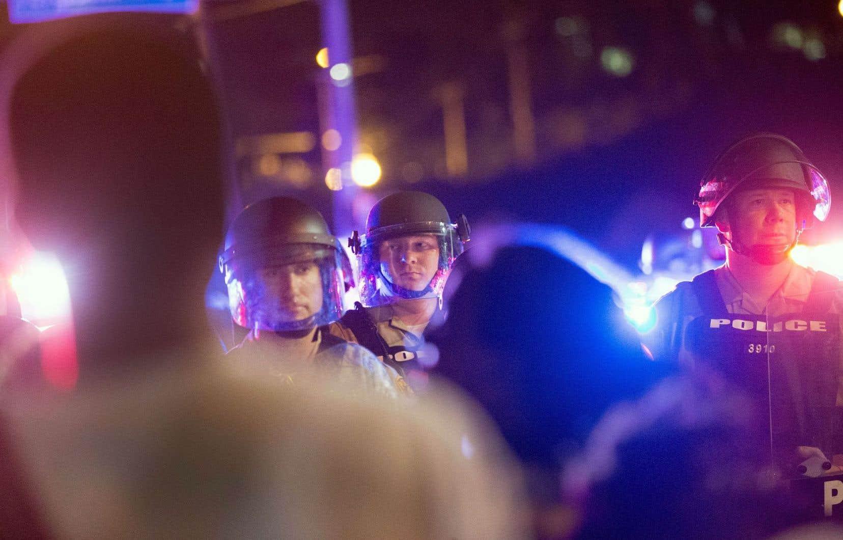 L'ex-président Barack Obama avait considérablement restreint le programme en 2015, alors que plusieurs contestaient l'intervention musclée des policiers à un moment où plusieurs Afro-Américains étaient tombés sous les balles de la police.