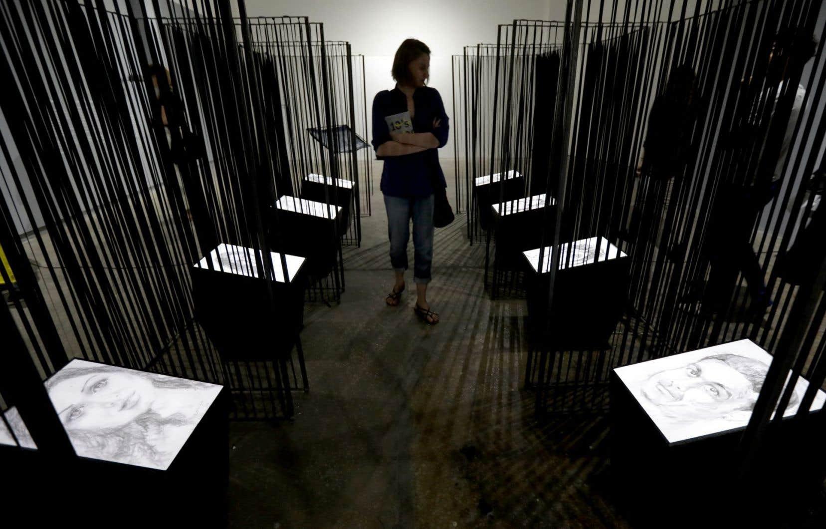Une exposition organisée par Amnesty International à Beyrouth montre entre autres des dessins de l'artiste syrienne Azza Abu Rebieh, qui a représenté ses amis détenus ou kidnappés en Syrie.