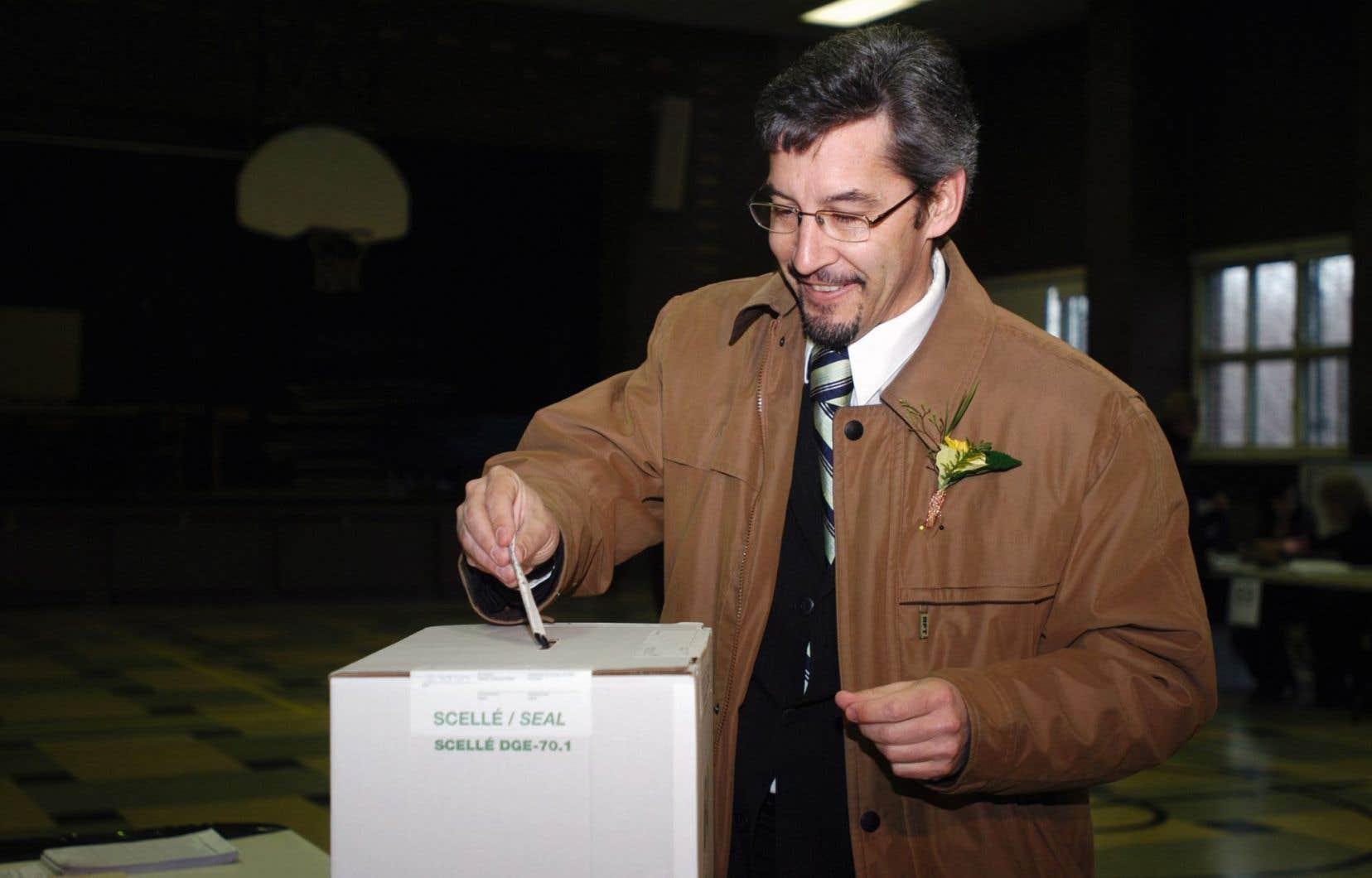 Scott McKay a été chef du Parti vert du Québec de 2006 à 2008, puis député du Parti québécois de 2008 à 2014.