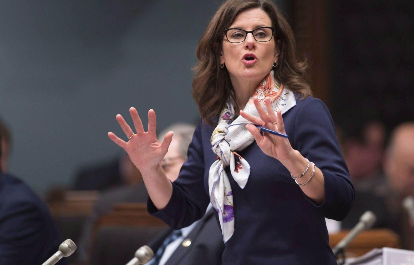 La ministre de la Justice, Stéphanie Vallée, a annoncé que le gouvernement a demandé le renvoi de la question devant le plus haut tribunal de la province.