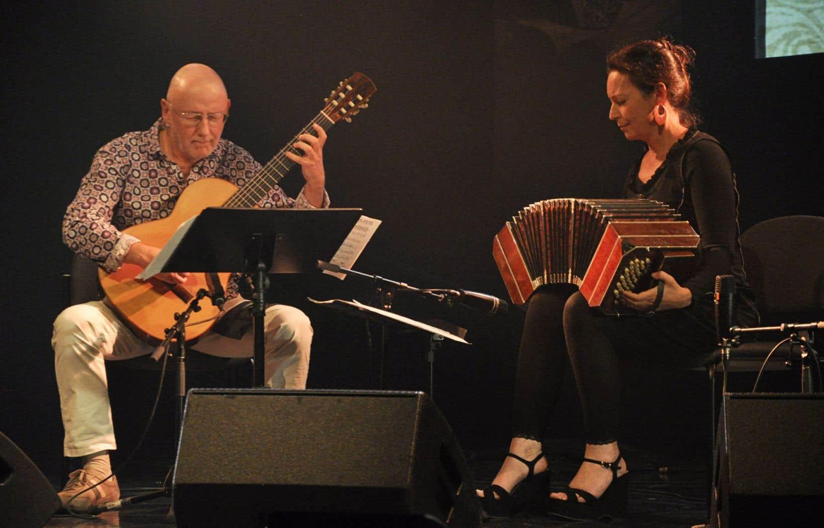 Le duo Silb avec Kristina Kuusisto au bandonéon et Roger Eon à la guitare, vendredi soir à la salle Edwin-Bélanger àMontmagny
