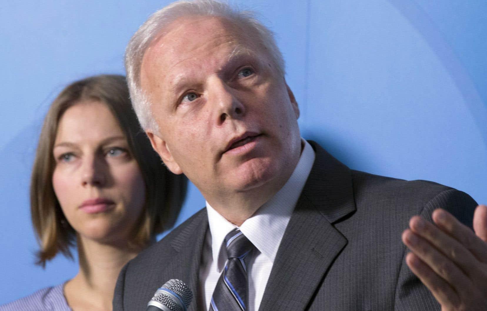Le chef du Parti québécois, Jean-François Lisée, estime que les cégeps anglophones ne peuvent pas être «des bars ouverts».