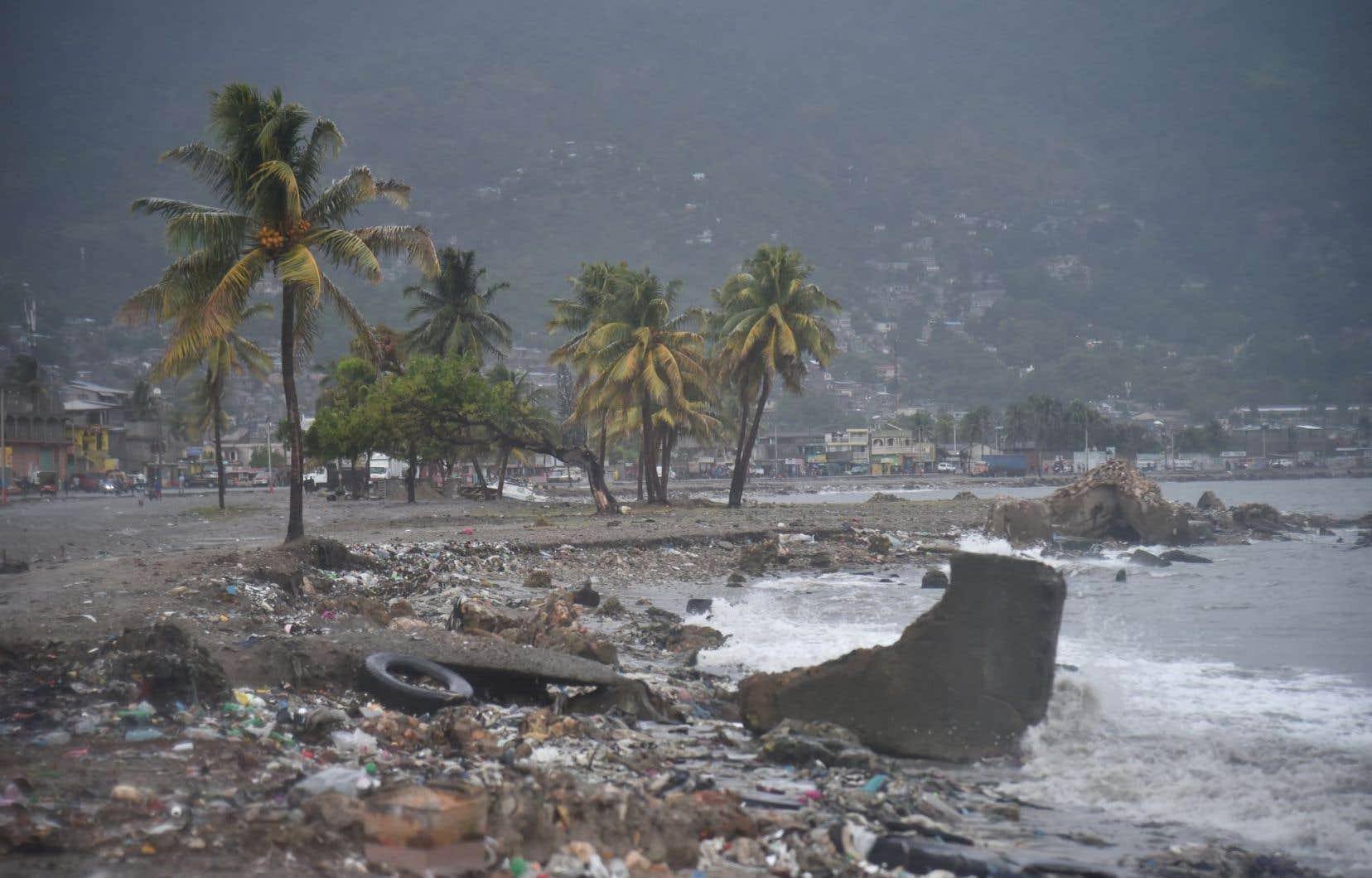 À Haïti,«Irma» a provoqué une forte montée des eaux dans le nord-est et de forts vents ont emporté les toitures des maisons.