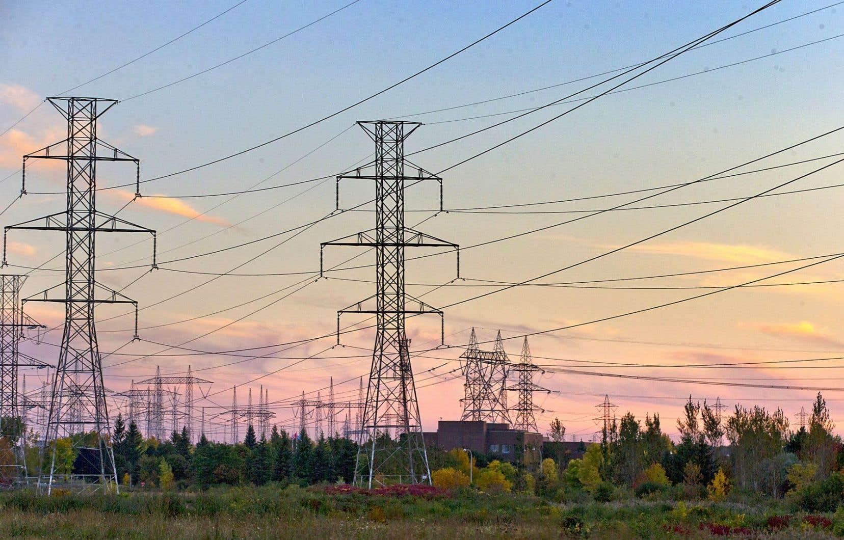 Les exportations nettes d'électricité à l'extérieur du Québec ont bondi de 40%.