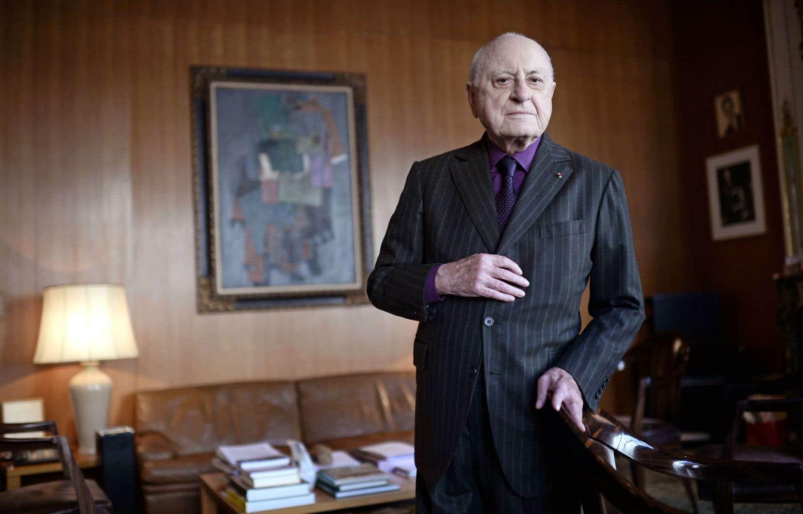 L'homme d'affaires et mécène français Pierre Bergé, photographié dans son bureau de Paris en février 2015