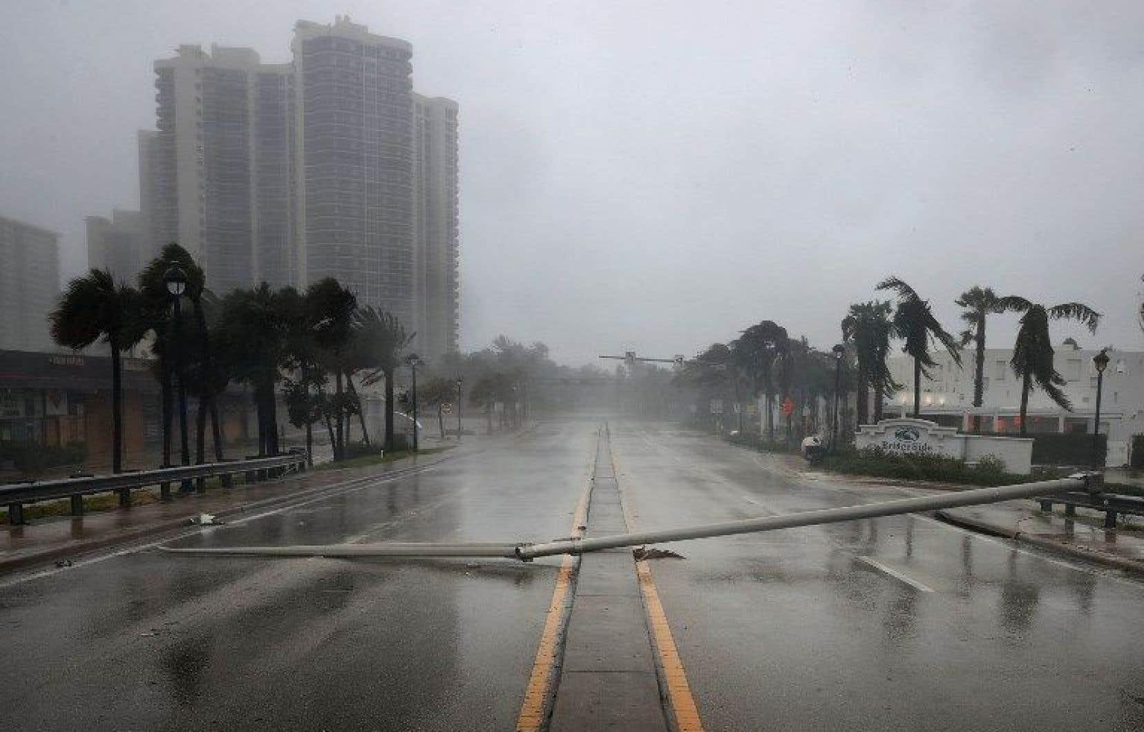 L'ouragan Irma a été rétrogradé en catégorie 2 après avoir touché terre en Floride, dimanche.