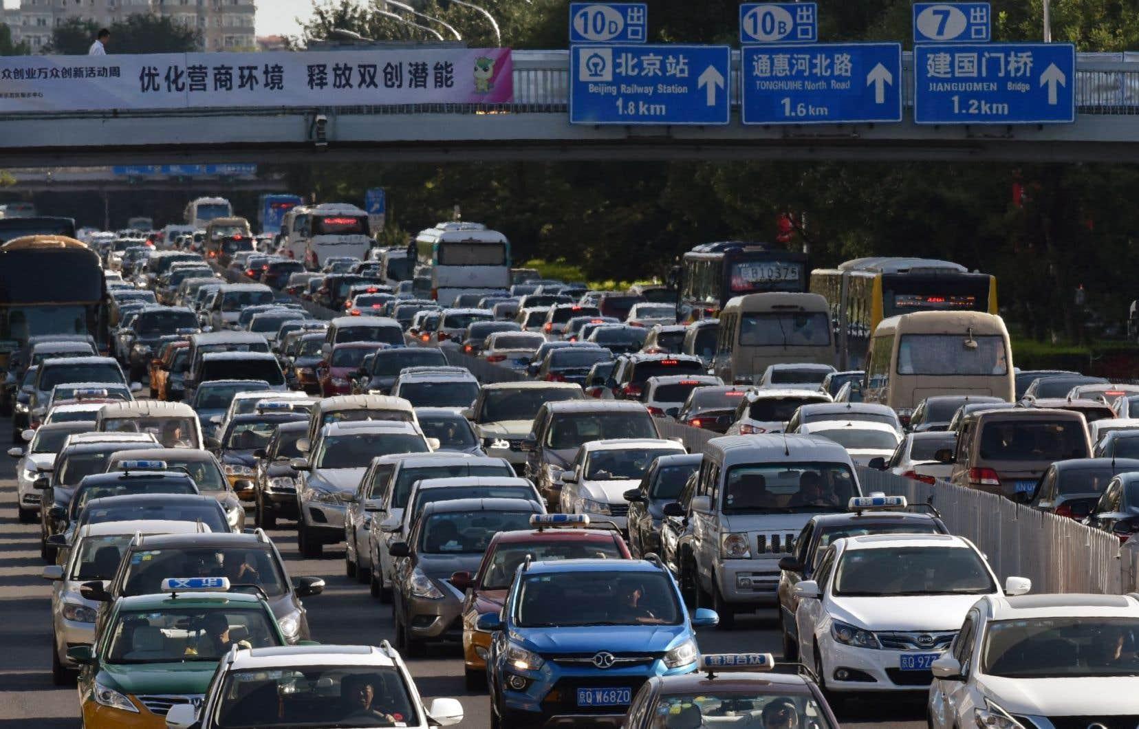 Pékin serait-il prêt à emboîter le pas à la France et au Royaume-Uni, qui ont récemment dévoilé leur intention d'interdire la vente des voitures diesel ou essence sur leurs marchés d'ici 2040 ?